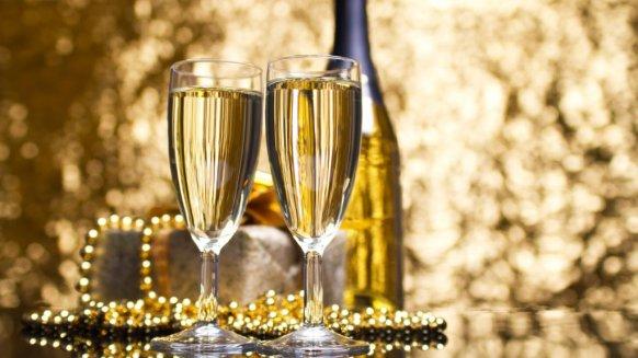 champagner der glamour se goldene tropfen. Black Bedroom Furniture Sets. Home Design Ideas