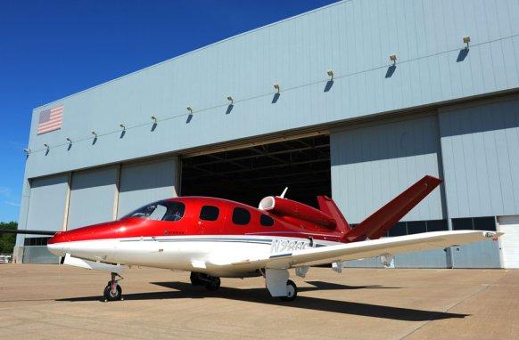 Das neue flugzeugsmodell sf50 von cirrus will das düsenzeitalter